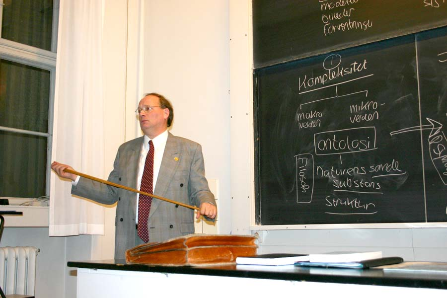 Bent Raymond Joergensen giving lecture at Niels Bohr Institute